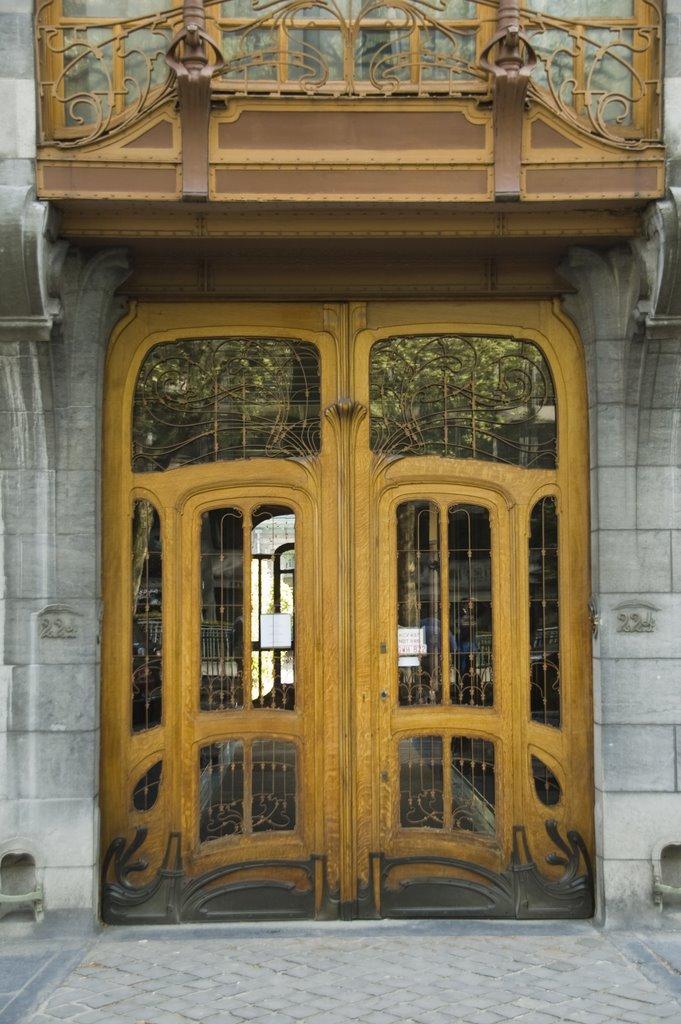 deur van Horta in art nouveaustijl, hout, glas en ijzerwerk